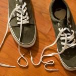布製スニーカーの汚れや臭いを取れる洗い方やお手入れのやり方は?