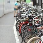 自転車で傘差し運転は違反だけどかさべぇで固定してもNG?地域によっては使える?