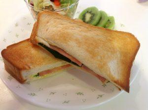 モーニングのサンドイッチ