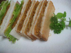 サンドイッチのカレー玉ねぎ
