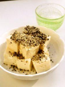 豆腐の黒ごま塩和え