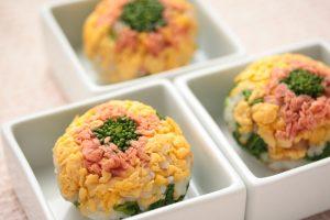 菜の花で作る手まり寿司